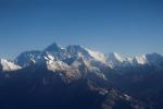 聖母峰淪疫區 中國劃全球最高海拔「隔離線」補破網
