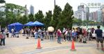 Plus d'un millier de personnes en attente de FDHs en attente de 10 heures à la station d'échantillonnage spécial pour les aides domestiques à l'extérieur du parc Victoria n'ont pas encore été détectés