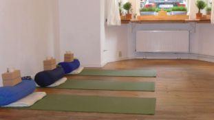 English Yoga Julie Blumenthal