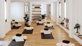 Every Damn Day Yoga - Mitte