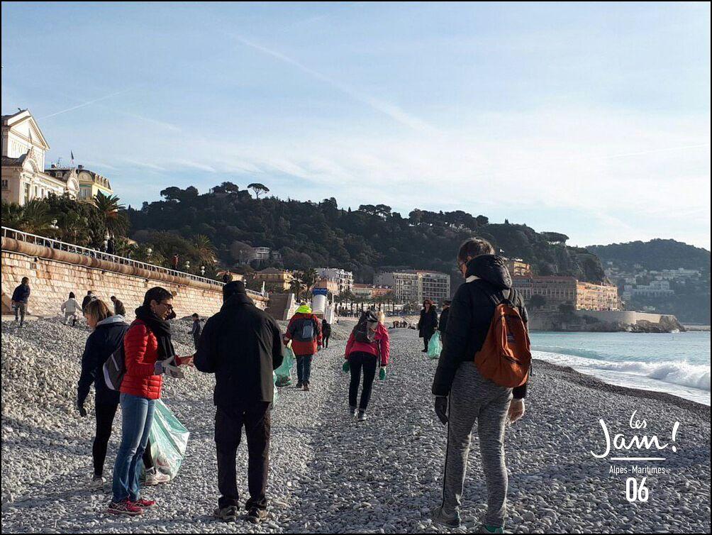Nettoyage des plages niçoises avec LaREM06