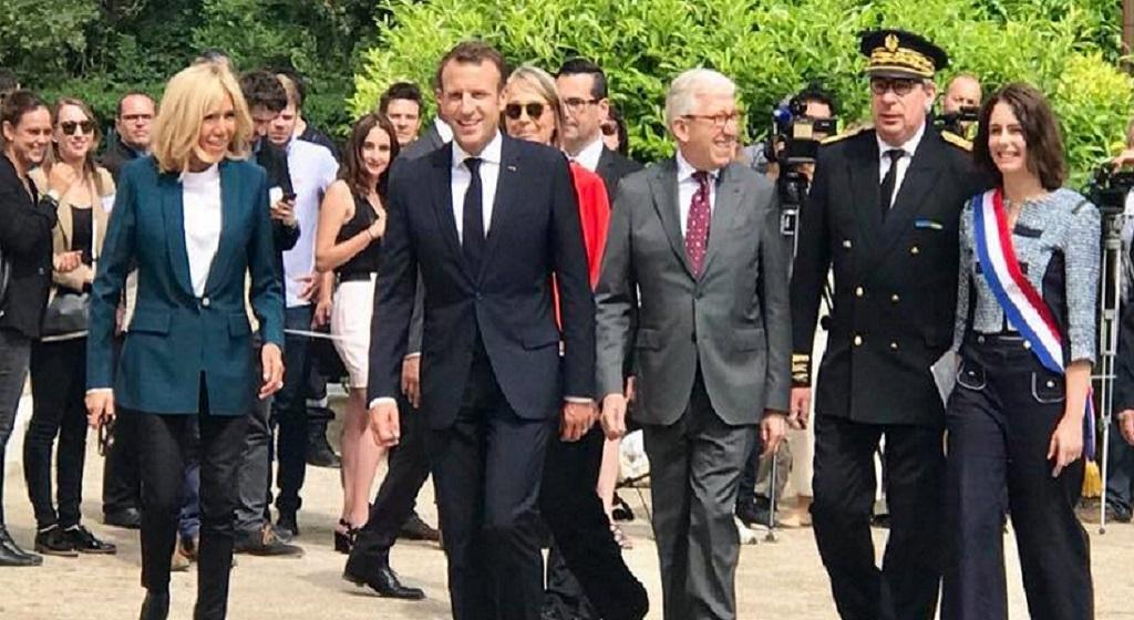 Les marcheurs suisses avec Emmanuel Macron à Ferney