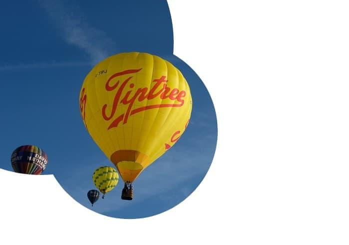 Exemplo de CSS mask-image aplicado a uma imagem mostrando balões tripulados voando.