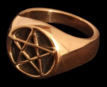 Pentagram ring Brons