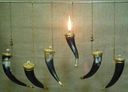 Hoornen lampen voor olie
