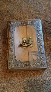Mittelalter Lederbuch mit Verschluß