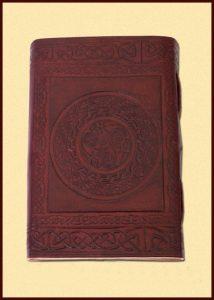 Lederen Boek met Keltisch embleem