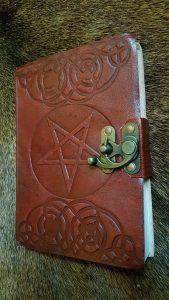 Lederen Boek met Handgeschept Papier en Pentagram