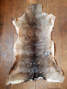 Dam-Hirsch Fell+/- 120 x 65 cm