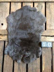 Konijnenvacht Donkere kleur Large +/- 50 x 30 cm