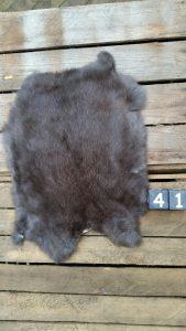 Konijnenvacht Donkere kleur Large +/- 40 x 30 cm