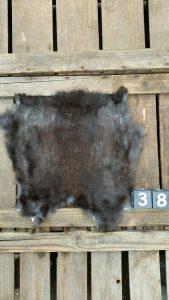 Konijnenvacht Donkere kleur +/- 30 x 30 cm