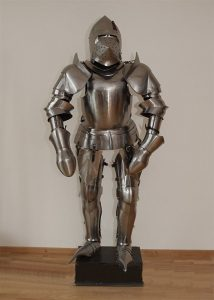 Spätmittelalterliche Ritterrüstung, mit Ständer