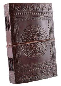 Lederen Boek met Middeleeuws Design