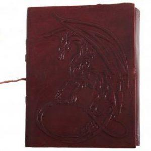 Ledergebundenes Tagebuch mit mystischem Drachen