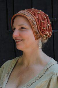 Mittelalter Samthaube mit Haarnetz in Terracotta