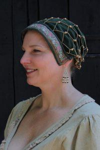 Mittelalter Samthaube mit Haarnetz in Grun
