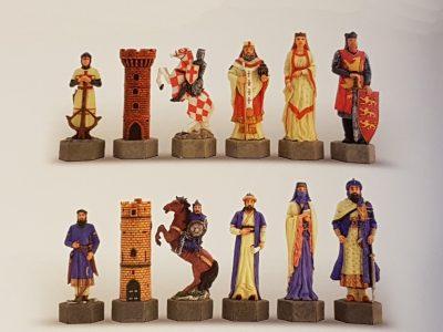 Kruisvaarders tegen Saracenen Schaakstukken