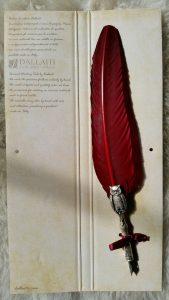 Schreibfeder mit Eulen Pen in Bord.Rot