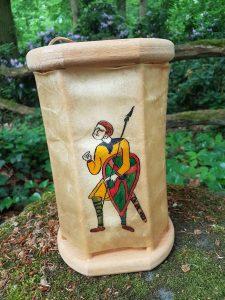 Viking Lantaarn, handgemaakt en handbeschilderd met Figuren van het Tapijt van Bayeux