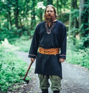 Viking Tuniek Floki Zwart met Borduursel
