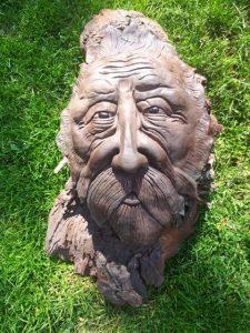 Handgemachte Mythologische Figur von Holzschnit arbeit mit Klei und 70 cm lang!