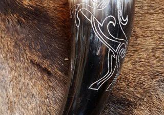 Super schone Trinkhörn mit Pferd Motief und Standard