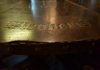 Ritter der Tafelrunde tafel mit Stuhle
