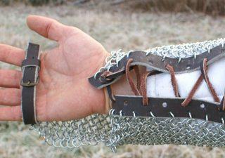 Ketten Armschutz aus Kettengeflecht