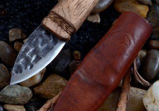 Otzi mes met Schede ( replica mummie vondst )