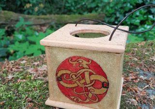 Viking Lantaarn, handgemaakt en handbeschilderd met Draak in Urnes style