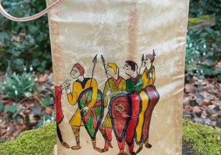 Wikinger Rohhautlaterne Handbemalt mit Bajeux Teppich