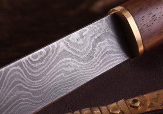 Wikingermesser mit Damastklinge und Holz-/Messinggriff