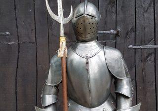 Harnas - Ridder van Marto ca. 50 jaar oud met Hellebaard