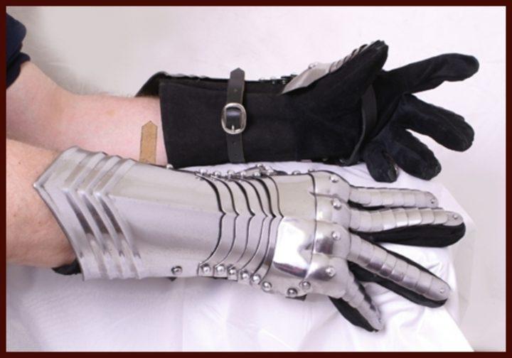 Metalen Handschoenen Middeleeuws