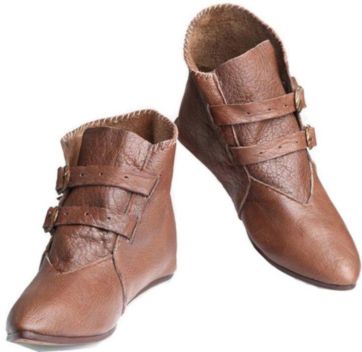 Niedrige spitze Schuhe mit Schnallen