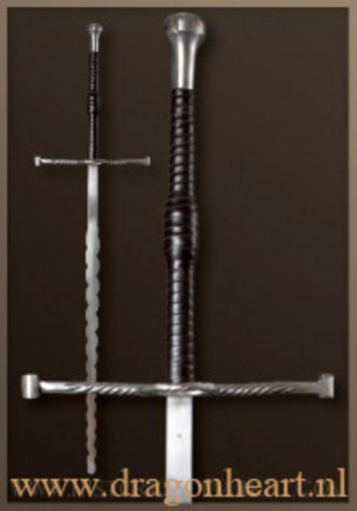 2 hand zwaard Flamberge 15e - 16e eeuws