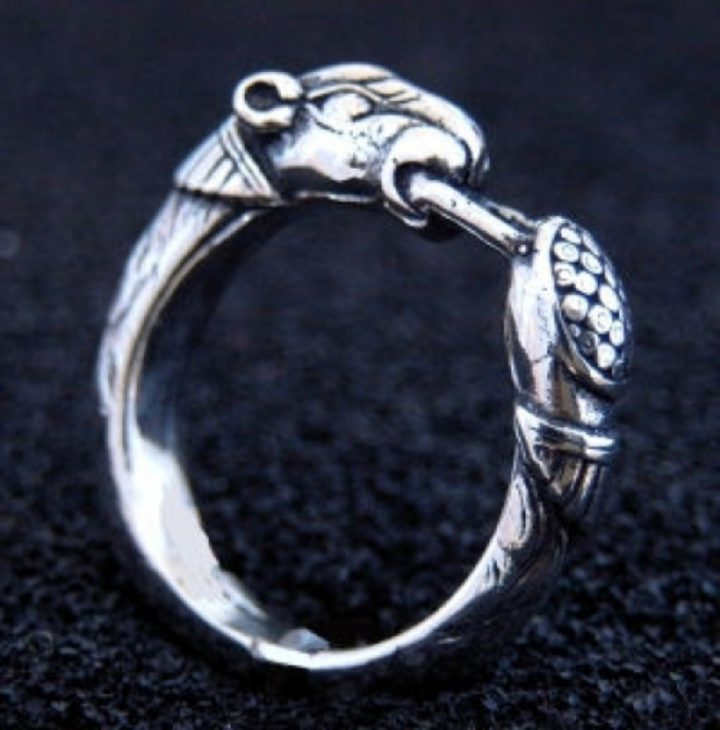 Viking ring met hondenkop zilver