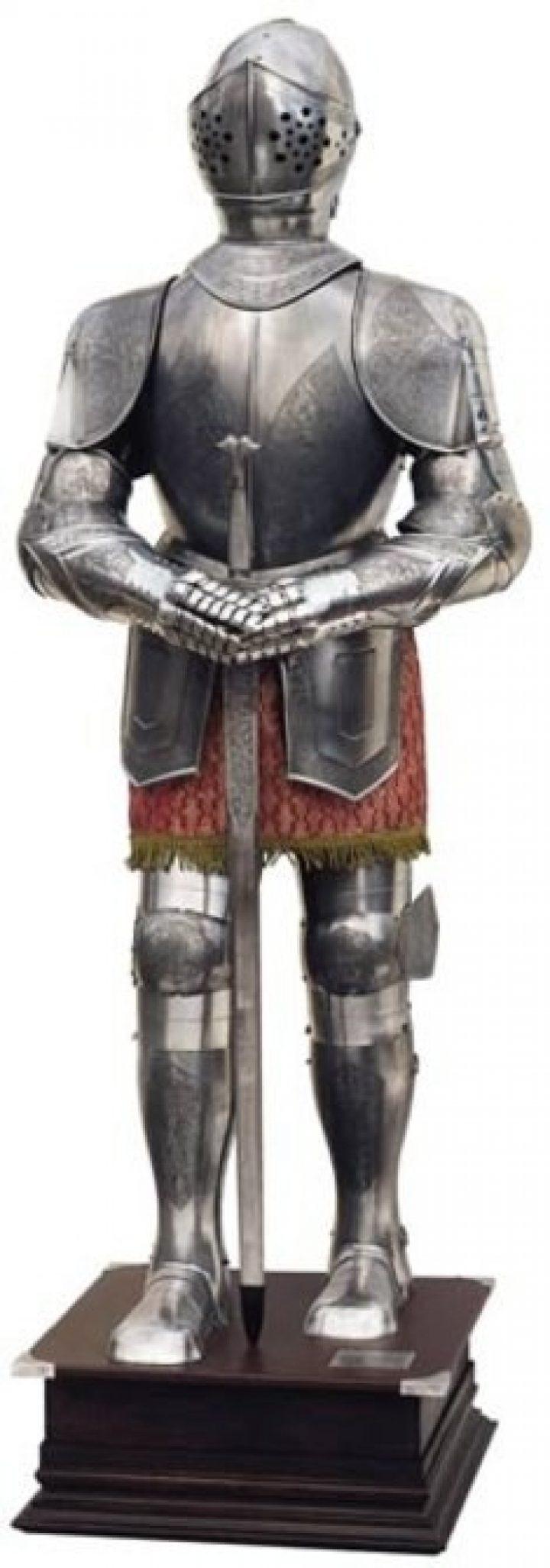 Ridder Harnas replica gegraveerd met zwaard