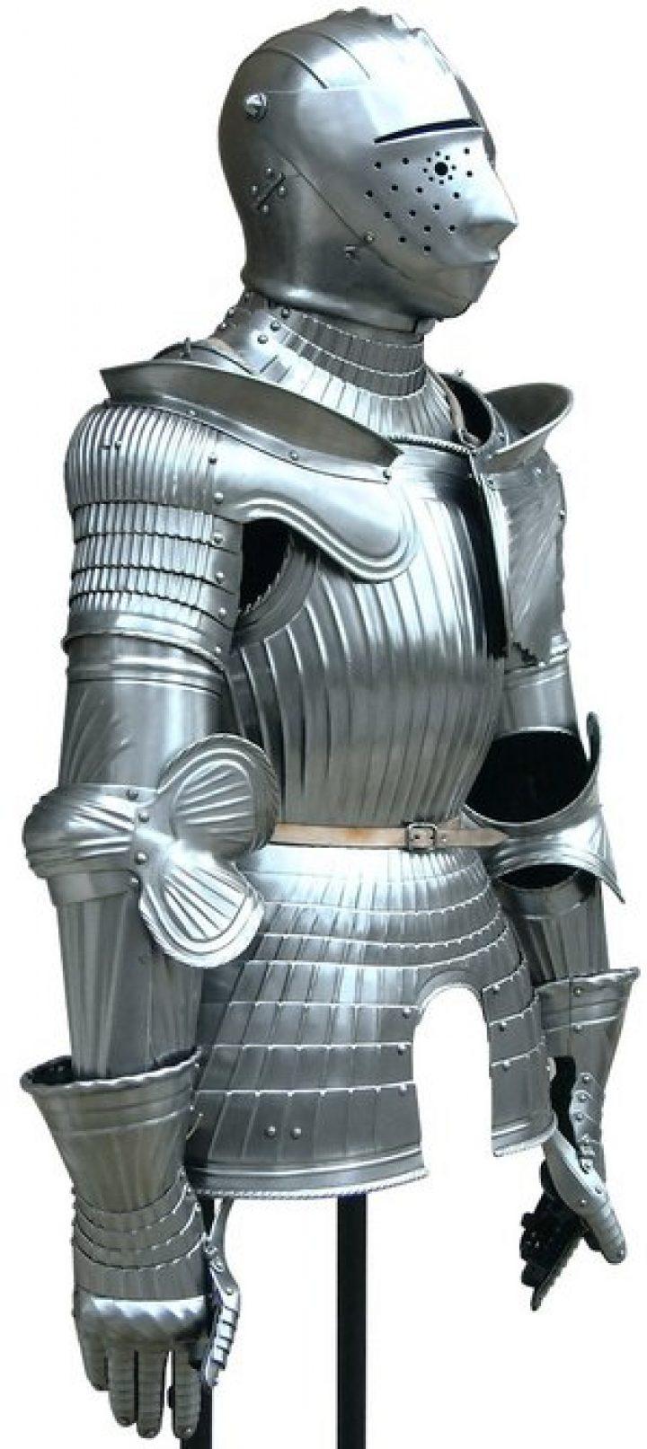 Maxmilianer Ritterrüstung mit Armethelm