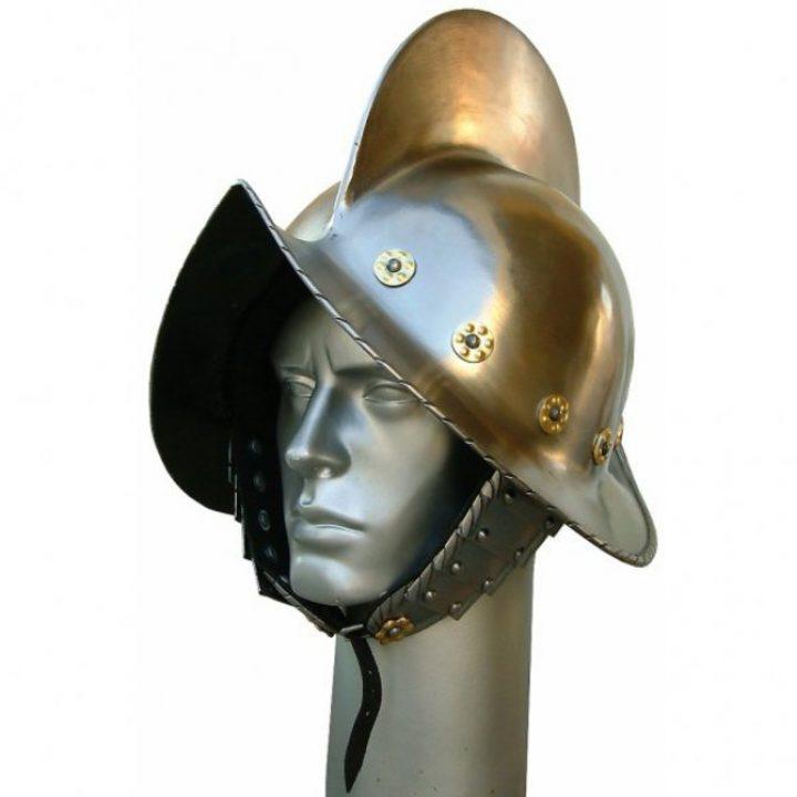 Morion Helmet mit Messingverzierungen