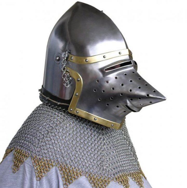 Varkenssnuit Helm met Malien 14e eeuws