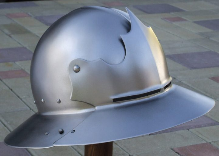 Monnikskap Helm met Vizier 14-15e eeuws