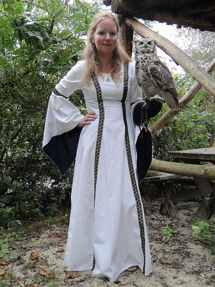 Middeleeuwse Bruidsjurk in wit met blauw