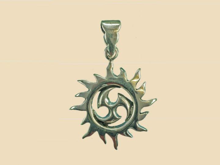 Keltische Zon met Triskel Hanger Zilver