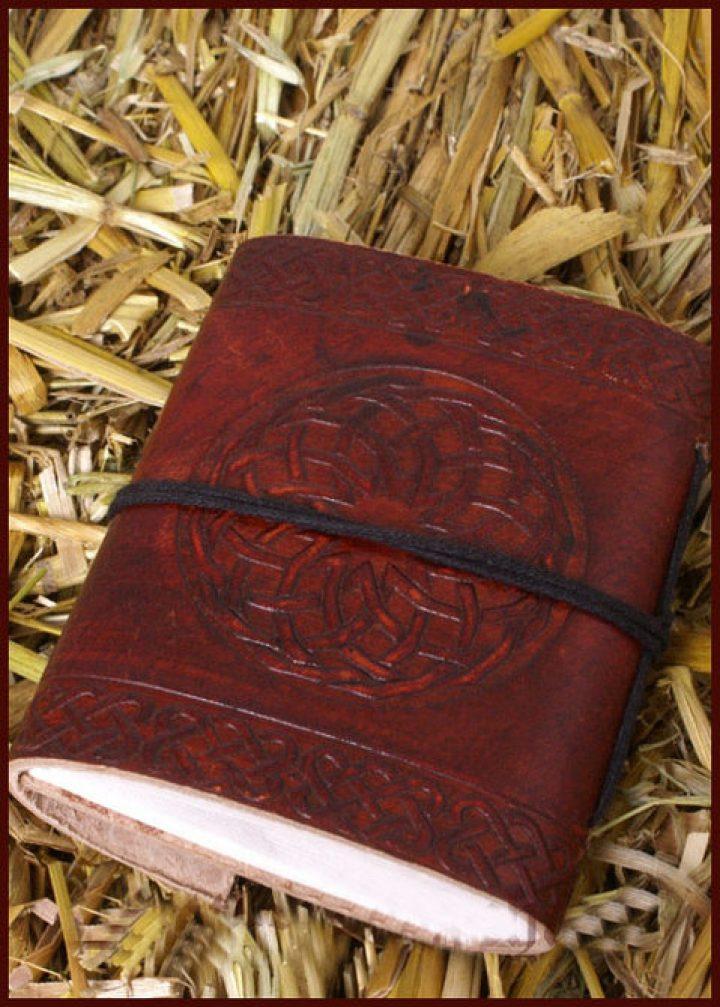 Lederen Boek met Celtic Embleem