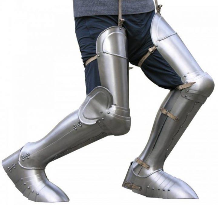 Harnas benen met schoenen