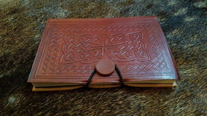 Notizbuch / Tagebuch mit geprägtem Ledereinband