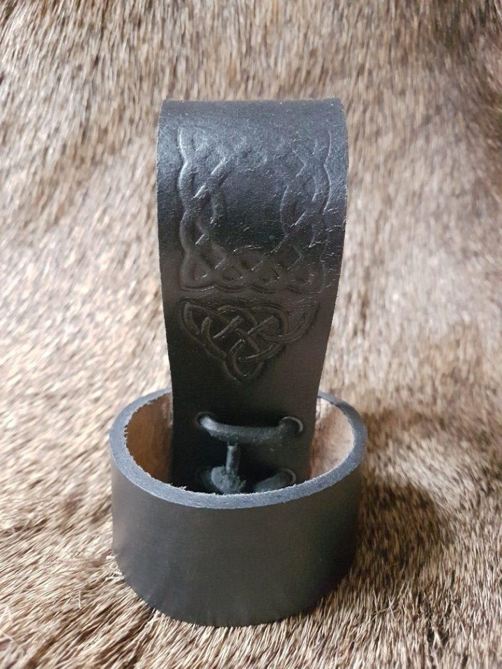 Trinkhornhalter mit Keltischer Pragung Schwartz