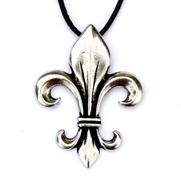 Middeleeuwse Fleur de Lys hanger zilverkleur met koord